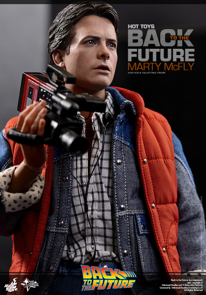 http://www.sideshowcollectors.com/images/Hot%20Toys%20-%20Back%20to%20the%20Future%20-%20Marty%20McFly%20Collectible_PR12.jpg