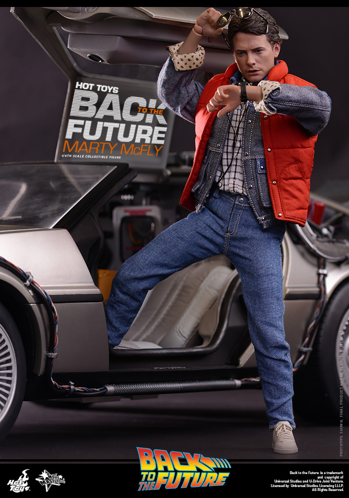 http://www.sideshowcollectors.com/images/Hot%20Toys%20-%20Back%20to%20the%20Future%20-%20Marty%20McFly%20Collectible_PR2.jpg